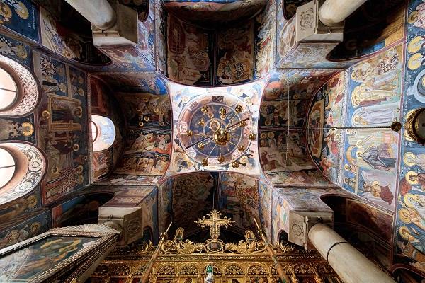 The architecture of the Katholikon